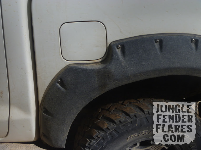 , Pocket Style Fender Flares on a Double Cab Hilux mk6
