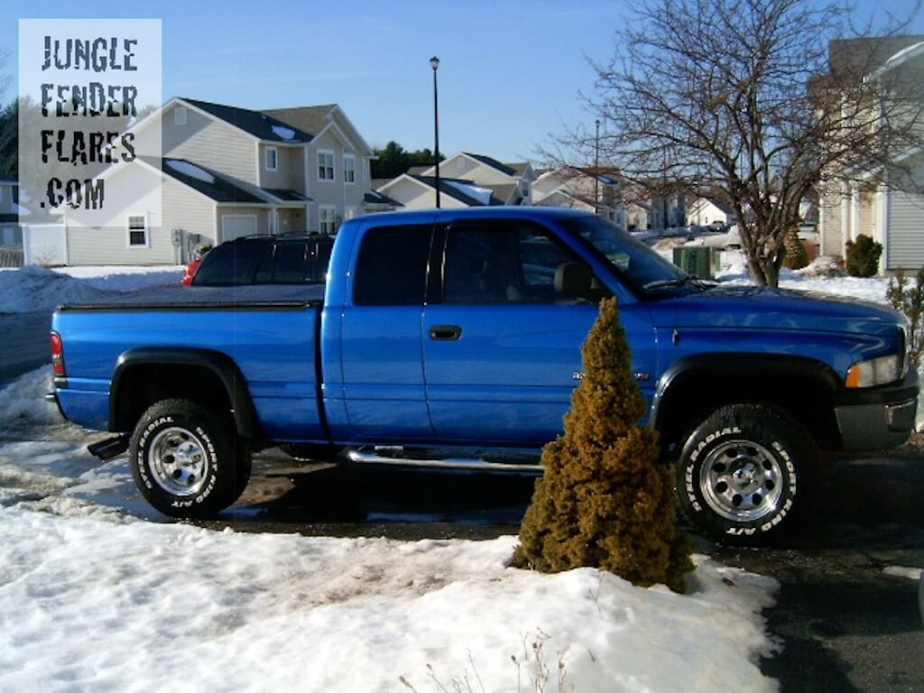 2000 Dodge Ram V8 with fender flares installed