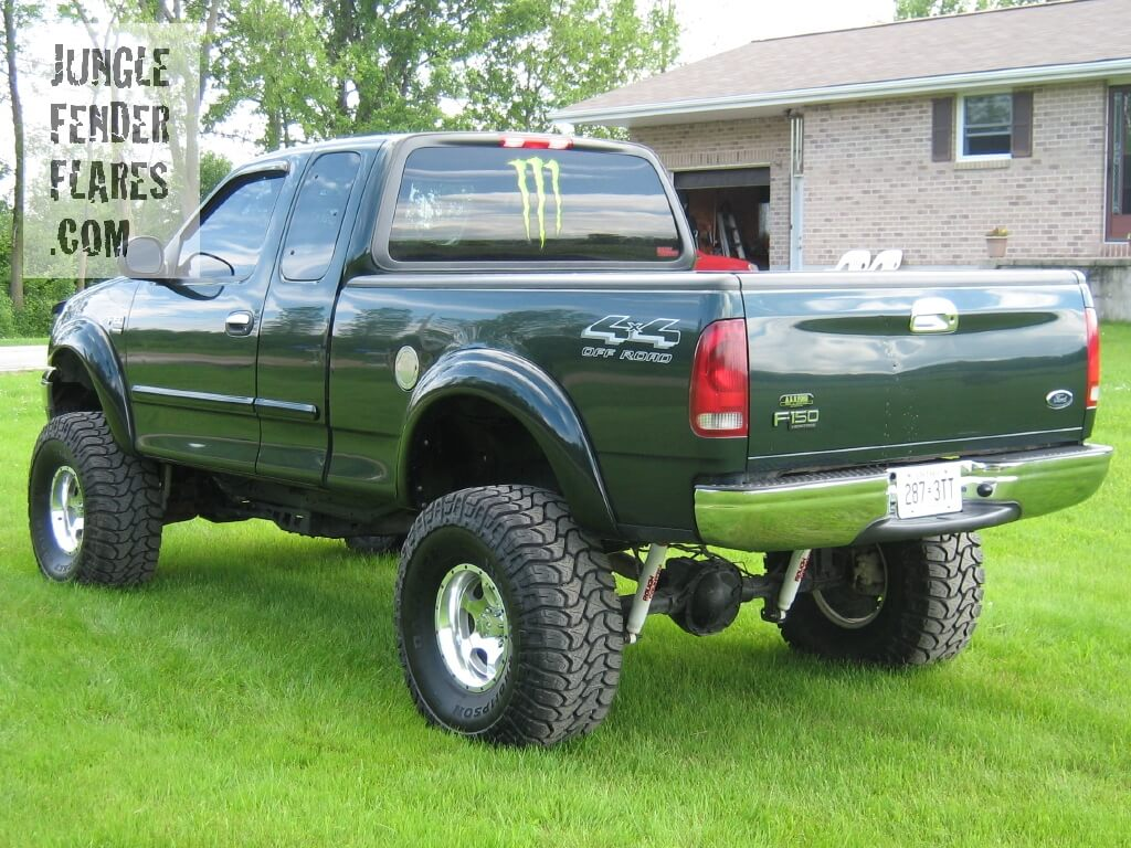 Ford F150 2004 Heritage with lift kit and wheel flares