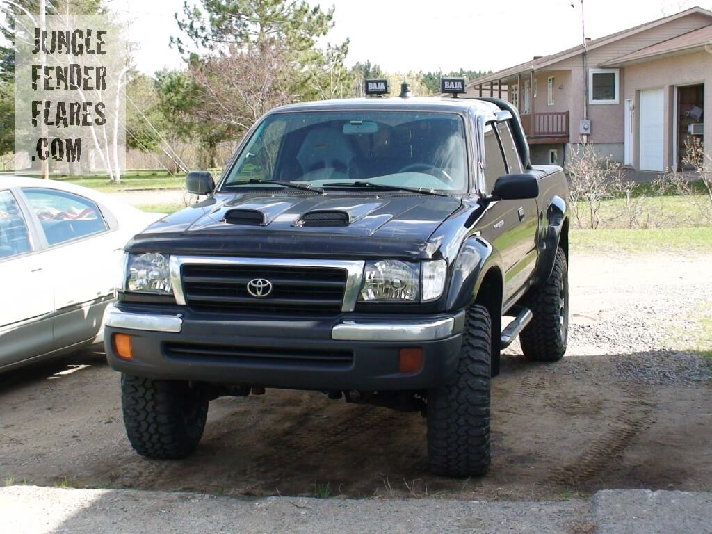 1998 Toyota Tacoma custom with wheel flares in Quebec