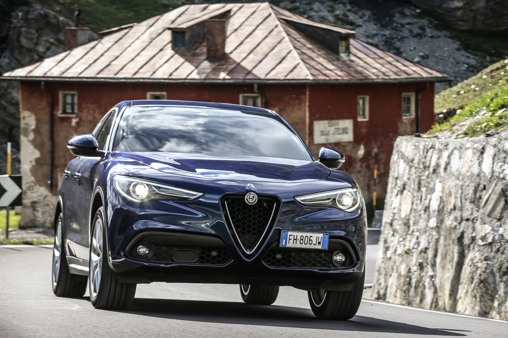 2019 alfa romeo stelvio review ratings specs prices. Black Bedroom Furniture Sets. Home Design Ideas